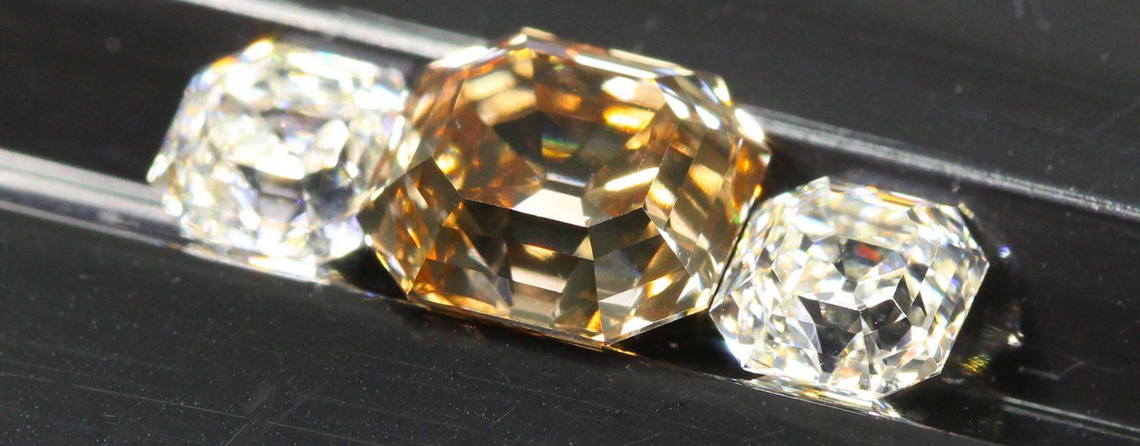 Unique three stone Diamonds ensemble with Brown Argyle as center and two white Diamonds