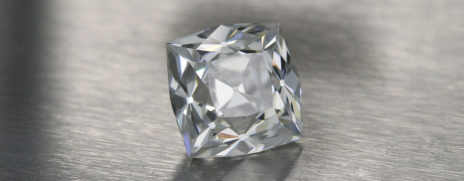 Three Stone Peruzzi Diamond™Layout - center Diamond