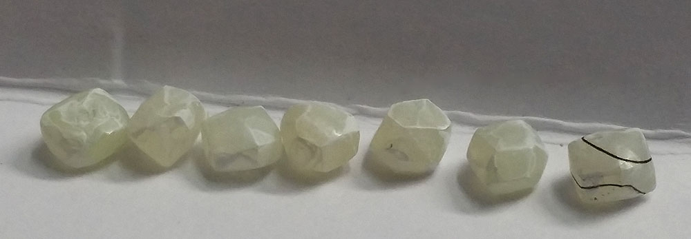 7 rough diamonds ready to be scanned