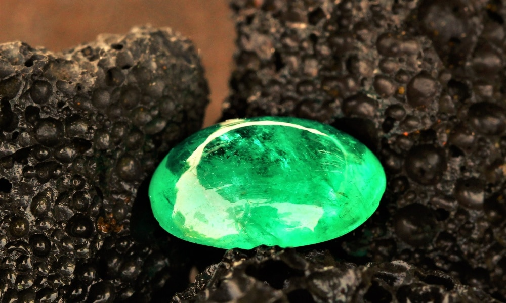 cabochon-reformed-Colombian-emerald-235-